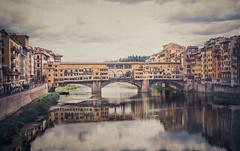 Ponte-Vecchio (monsugar) Tags: color edificio art photo luces agua cielo monumento italia florencia puente