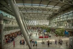 the other side (norbert.karow) Tags: motive architektur stahlbauten profanbauten terminal airport düsseldorf menschen filtertechniken