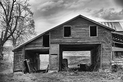 4-19-19 (ms_shell) Tags: project365 pennsylvania blackandwhite barn face foundface 365project 2019