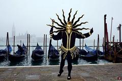 QUINTESSENZA VENEZIANA 2019 749 (aittouarsalain) Tags: venise venezia carnevale carnaval costume masque soleil lune lagune gondola gondole brouillard sangiorgio
