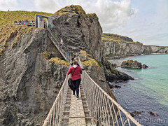 Carrick-a-Rede, Northern Irland (KronaPhoto) Tags: 2019 huaweip30 vår northernireland unitedkingdom hengebro ropebridge landscape steep nature landskap scary seaside seascape travel visitirland