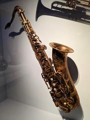 "The ""Jungleland"" sax (DC Products) Tags: 2019 newyork newyorkcity manhattan themet metropolitanmuseumofart metmuseum metrockandroll music musicalinstruments jungleland borntorun clarenceclemons"
