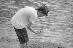 Buscando pepitas de oro (lebeauserge.es) Tags: rascafría madrid españa naturaleza campo sierra agua río persona nuño