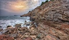 (122/19) Cuando el tiempo no pasa (Pablo Arias) Tags: pabloarias photoshop ps capturenxd españa photomatix nubes cielo playa roca arena mar agua mediterráneo largaexposición cala tíoximo benidorm alicante