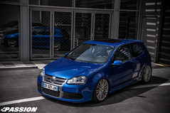 Golf R32 Deep blue Recaro Wingbacks seat (Mourad Ben Photography) Tags: golf r32 deep blue recaro wingbacks seat f1 san remo airlift air ride 19 zoll wheels zolder airride volkswagen vw german look germanlook