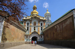 Entrance gate with frescoes at the Pechersk Lavra monastery (B℮n) Tags: келіїспіваківмитрополичогохоруупцмп keliyispivakivmytropolychohokhoruuptsmp uspensʹkyysobor успенськийсобор київ kyiv kiev ukraine киев kiëv oekraïne dnjepr dnipro hidropark viewpoint historical treasures river green park bridge rusanivskastrait dnieper eternalglorypark brovary road highway traffic cars 50faves topf50 maidan euromaidan orange revolution independence square europe centre history viktor janoekovytsj україна saint vladimir monument saintvladimirmonument памятникволодимирувеликому national landmark tserkvamykolychudotvortsya церквамиколичудотворця churchofstcatherine muzeynaukma києвопечерськалавра unesco kievpetsjersklavra world heritage site