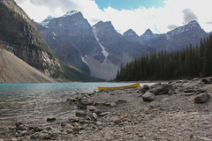 (dArLeNe M sTeWaRt) Tags: moraine lake morainelake canoe mountains yellow
