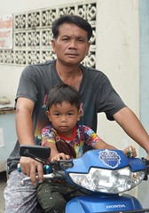father and son (the foreign photographer - ฝรั่งถ่) Tags: father son motorcycle street khlong lard phrao portraits bangkhen bangkok thailand nikon d3200