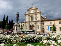 Piazza San Marco in fiore (Chris Maroulakis) Tags: piazza sanmarco firenze fiorito fujifilmx30 2019
