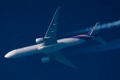 Boeing B777-300 - Thai Airways (zpaksi) Tags: hstkn boeing tripleseven contrail contrailspotting