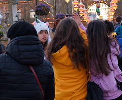 A unicorn amongst the selfie kids (BlängShu) Tags: copenhagen denmark hats menschen people streetphotography tivoli unicorn kopenhagen regionhovedstaden dänemark