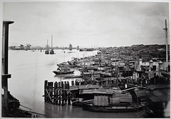 Hotz collection: Guangzhou, Zhujiang River (The Pearl River or Canton River), ca. 1870 (Charles in Shanghai) Tags: charles shanghai albert hotz albertus paulus hermanus holland china trading company handelscompagnie rotterdam universiteit leiden university bibliotheek bijzondere collecties special collections early photography libslibs librariesandlibrarians hchc haagsche courant nrc delphernl perzië john thomson london mattie boom rijksmuseum everyoneaphotographer exhibition gwulo guangzhou kanton canton bw blackandwhite monochrome people street chinese zhujing river pearl sampan