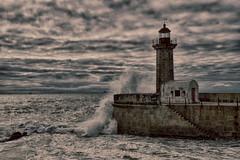 faro (puzzlero) Tags: faro mar sea olas wave waves puzzlero lighthouse matosinhos portugal