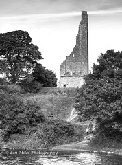 _75A0288-1bw400x297 (Len Miles) Tags: abbey stmarysabbey trim comeath ireland trimcastle riverboyne