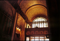 19890417-14 Woolworth Bldg Lobby A (bentchristensen14) Tags: usa unitedstatesofamerica newyork newyorkcity 1989 analogue dias woolworthbuilding lobby interior