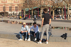 Museumplein - Amsterdam (Netherlands) (Meteorry) Tags: europe nederland netherlands holland paysbas noordholland amsterdam amsterdampeople candid streetscene people zuid south sud museumplein boys guys male friends mates amis pond sneakers baskets trainers skets stansmith rijksmuseum dutch tourists february 2019 meteorry
