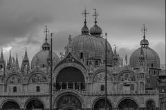 Basílica de San Marcos (José M. Arboleda) Tags: monocromático blancoynegro arquitectura barroco ciudad calle edificio basílica iglesia sanmarco domo cúpula venecia italia canon eos 5d markiv ef70200mmf4lisusm josémarboledac