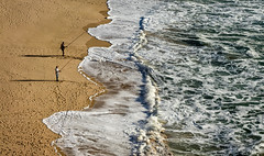 'Pescadores' No. 2 (Canadapt) Tags: fishermen beach sand surf waves shadow magoito portugal canadapt