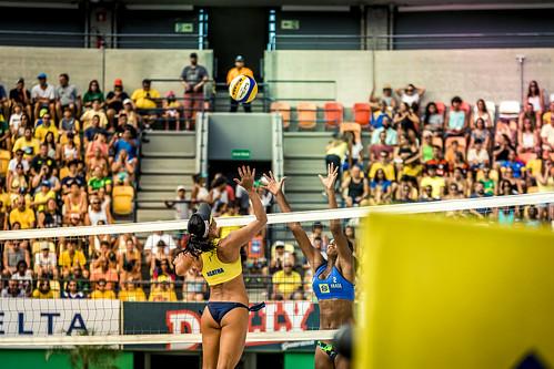 brazil-vs-usa-volleyball_32696250382_o