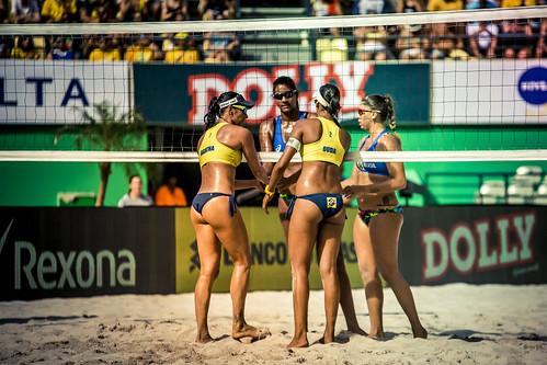 brazil-vs-usa-volleyball_32696212702_o