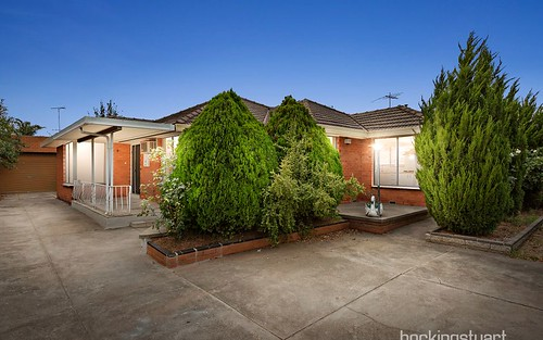4 Riviera Road, Avondale Heights VIC 3034