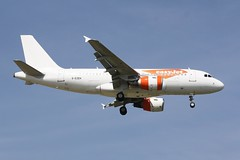 G-EZEH (IndiaEcho) Tags: gezeh a319 airbus easyjet u2 ezy london gatwick egkk lgw airport airfield crawley west sussex england canon eos 1000d civil aircraft aeroplaneaviation airliner approach landing sky 08