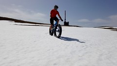 Shorts And Snow (Patrick Strahm) Tags: spring fatbike ride 22042019 snow chasseral antenna