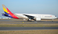 HL7700, Boeing 777-28E(ER), 30859 / 403, OZ-AAR-Asiana-Asiana Airlines, CDG/LFPG 2019-02-17, onto Alpha-Loop. (alaindurandpatrick) Tags: oz asiana asianaairlines aar airlines airliners jetliners boeing boeing777 777 772 777200 boeing777200 cdg lfpg parisroissycdg airports aviationphotography hl7700 30859403
