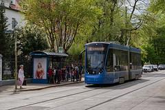 Kleinstadtidylle (Mr G Spot) Tags: avenio munich münchen siemens strasenbahn streetcar twagen t2 tram trambahn münchenerverkehrsgesellschaft mvg strassenbahn tramway siemensavenio aveniotz linie12