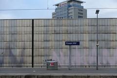 Essen main station (frankdorgathen) Tags: city urban sonyrx100m3 sonyrx100iii ruhrpott ruhrgebiet mundane banal wand wall train station bahn bahnhof hauptbahnhof essen