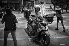 strade di Hong Kong, (vicma168) Tags: monochrome 35summicron leicasl