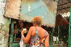 Cuba- La Habana (venturidonatella) Tags: cuba america caraibi caribbean isola street strada streetscene streetlife streetphotography colori colors nikon nikond500 d500 people persone ritratti portraits gentes gente donne women donna woman lahabana avana habana lavana