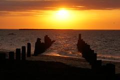 Ist das mal ein Sonnenuntergang - Dabei war heute der Tag nur trüb und regnerisch (Helgoland Bilder) Tags: sonnenuntergang sundown meer sea natur nature orange landscape landschaft insel helgoland