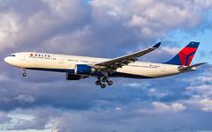 MSP N830NW (Moments In Flight) Tags: minneapolisstpaulinternationalairport msp kmsp mspairport deltaairlines delta airbus a330 a330300 aviation avgeek airplane airliner a330302 n830nw dal165 amsmsp
