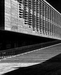 PianoArt-chitecture (gibelgraphics) Tags: architettura palazzo scalav bn contrasto malta parlamento piano