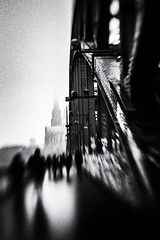 3419 (Elke Kulhawy) Tags: cologne city centrum colognecathedrale köln kölnerdom kontrast hohenzollernbrücke lensbaby lensbabycomposer urban street streetphotographie surreal stadt schwarzweiss strase unscharf art abstract architektur kunst blackandwhite bw bnw black bnwbw bwphotographie bridge people monochrome monochromes melancholie surrealismus