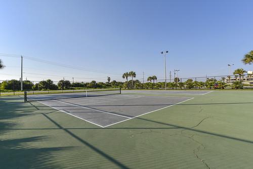 Amenity-Islander East Tennis Court-_LH07812