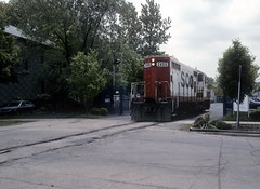 Soo 2406 entering street-running on Lakewood June 1996 (jsmatlak) Tags: chicago milwaukee road soo line railroad train freight switcher lakewood ce