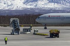 Ground handling services (Zhuravlev Nikita) Tags: airport boeing 777 boeing777 rossiya elizovo kamchatka spotting uhpp pkc