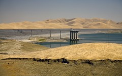 Low water drought conditions at San Luis Reservoir, 2009, California (water.alternatives) Tags: discriptors fielddivisions otherwords sanjoaquinfielddivision sanluisreservoir statewaterprojectswp drought ground lowwater lowwaterlevel trashrack discriptors ground otherwords lowwaterlevel statewaterprojectswp fielddivisions sanjoaquinfielddivision featherriver california usa losbanos ca