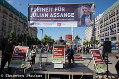 Kundgebung in Berlin fordert Freiheit für Julian Assange (tsreportage) Tags: auslieferung berlin freiheit julianassange kundgebung meinungsfreiheit mitte pressefreiheit rede redefreiheit schild sozialistischegleichheitspartei wahlkampf wikileaks campaign demo demonstration freedomofspeech pressfreedom protest rally sign speech