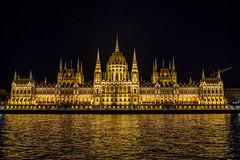 Budapest Night View on Donau River - 布達佩斯 多瑙河夜景 (BisonAlex) Tags: europe 歐洲 sony a73 a7iii a7m3 a7 taiwan 台灣 外拍 旅拍 travel 街拍 street streetphoto streetshot hungary budapest 匈牙利 布達佩斯 river rivertour donau 多瑙河 遊船