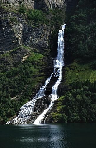 "Norwegen 1998 (328) Friaren, Geirangerfjord • <a style=""font-size:0.8em;"" href=""http://www.flickr.com/photos/69570948@N04/46958682804/"" target=""_blank"">View on Flickr</a>"