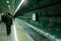 2102/1719 (june1777) Tags: snap street seoul night light subway kyocera contax n digital ndigital nd carl zeiss planar nplanar 50mm f14 320
