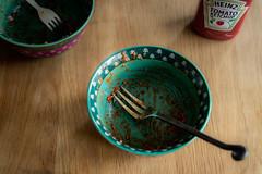 Till minne av en måltid. (MagnusBengtsson) Tags: stehag skånelän sverige fs190519 rester fotosondag mat ketchup tallrik plate food fork gaffel leftovers
