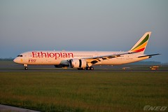 ET-AUQ 20190518 VIE (SzépRichárd) Tags: aircraft airplane airport ethiopian boeing 787 100th loww