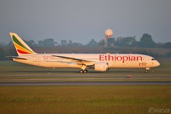 ET-AUQ 20190518 VIE 2 (SzépRichárd) Tags: aircraft airplane airport ethiopian boeing 787 100th loww