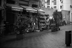 Ciudad Vieja, Montevideo (Celso Kuwajima) Tags: epsonv800 silverfastai 20190548 streetphotography ilfordpanfplus50 market outdoor analogphotography leicasummicroncollapsibleltm502 bw leicamp montevideo montevideodepartment uruguay