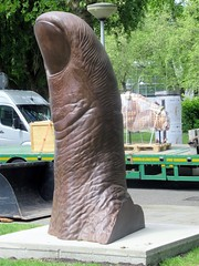 Artzuid Amsterdam 010 (Quetzalcoatl002) Tags: artzuid amsterdam exhibition oudzuid zuid sculpture outdoor thumb finger
