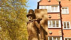 hh | hummel hummel (stoha) Tags: hummelhummel hummelbrunnen neustadt hamburgneustadt hamburg amburgo skulptur brunnen richardkuöhl germany deutschland germania europa stoha soh